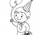 Coloriage Un enfant avec son cadeau d'anniversaire