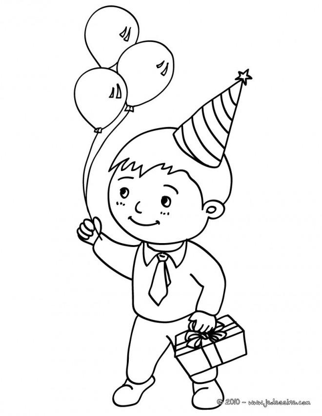 Coloriage un enfant avec son cadeau d 39 anniversaire - Coloriage de garcon ...