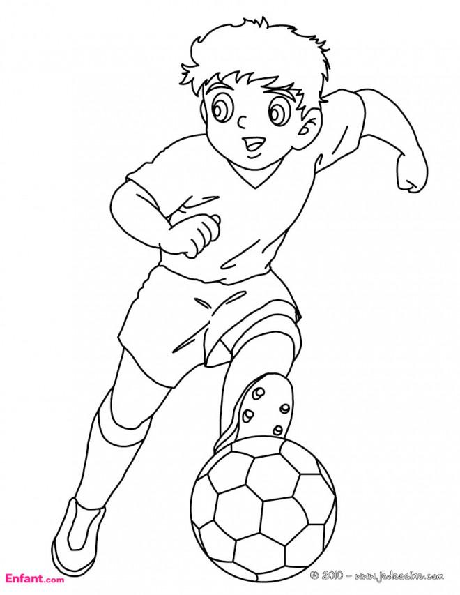 Coloriage En Ligne Joueur De Foot.Coloriage Un Jeune Joueur De Foot Dessin Gratuit A Imprimer