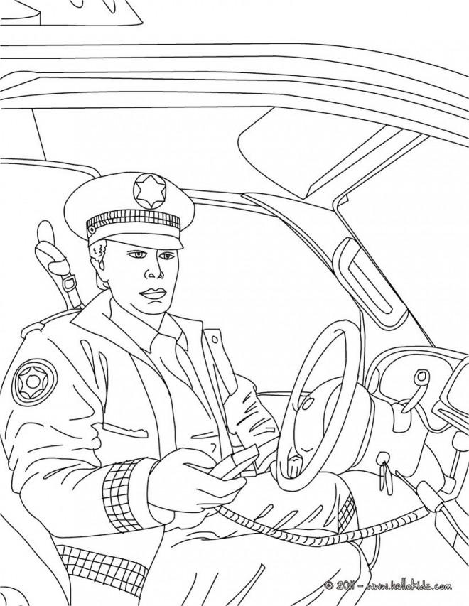 Coloriage et dessins gratuits policier  dans sa voiture à imprimer