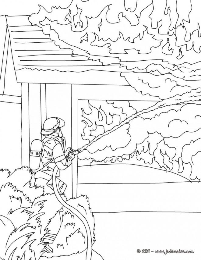 Coloriage et dessins gratuits Pompier à colorier à imprimer