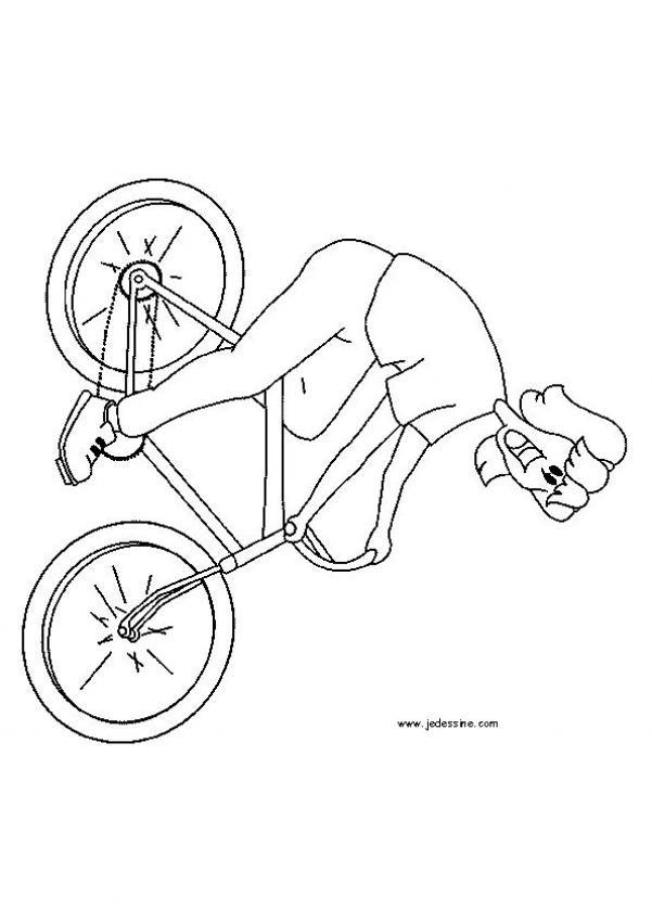 Coloriage et dessins gratuits Femme souriante sur La Bicyclette à imprimer