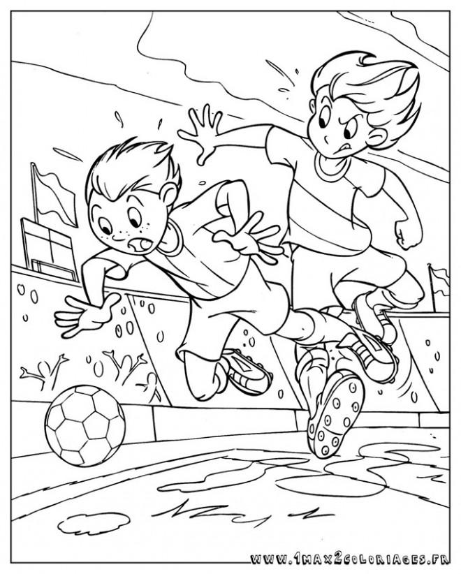 Coloriage et dessins gratuits Football Joueur aggressif à imprimer