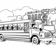 Coloriage et dessins gratuit Autobus scolaire sur la route à imprimer