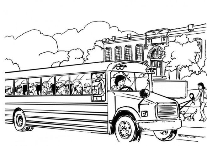 Coloriage et dessins gratuits Autobus scolaire sur la route à imprimer