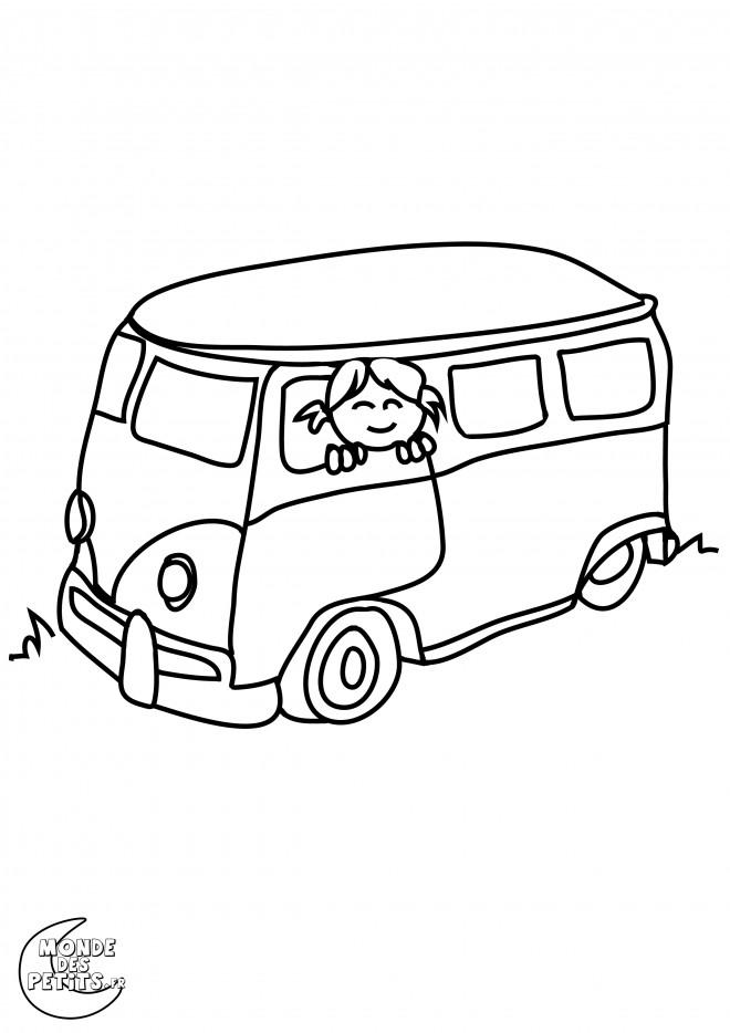 Coloriage et dessins gratuits Fille souriante dans L'Autobus à imprimer