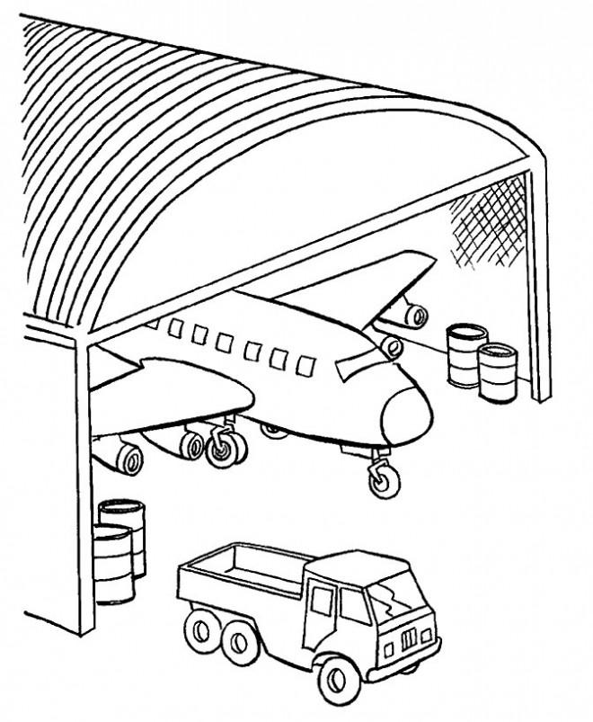 Coloriage Avion de Guerre au garage dessin gratuit à imprimer