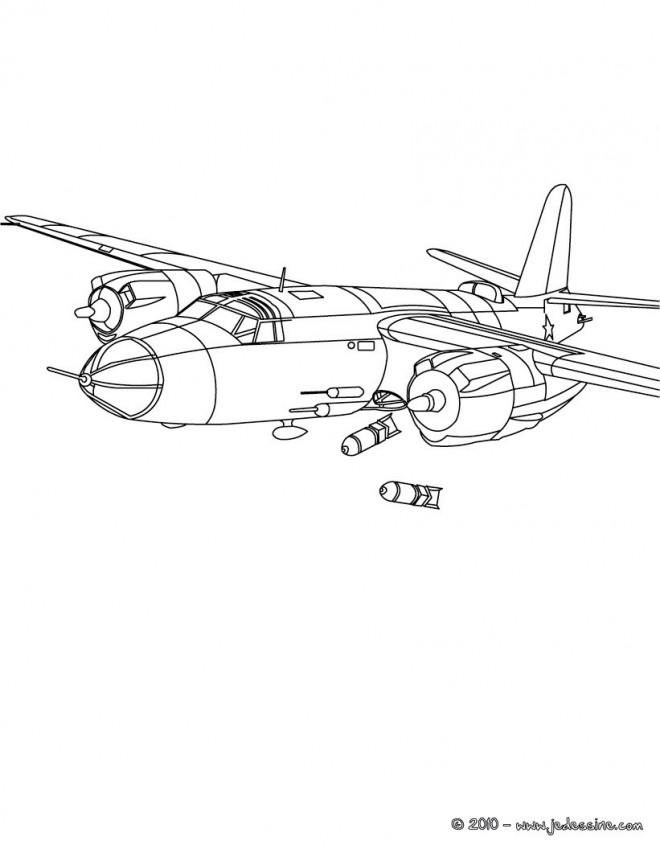 Coloriage et dessins gratuits Avion de Guerre lance des bombes à imprimer