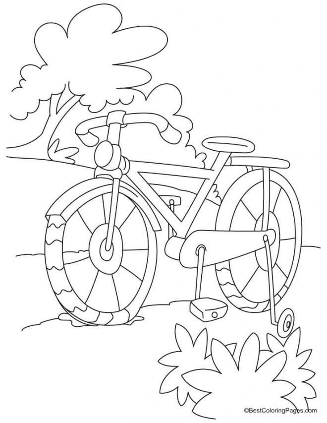 Coloriage et dessins gratuits Le Vélo en plein air à imprimer