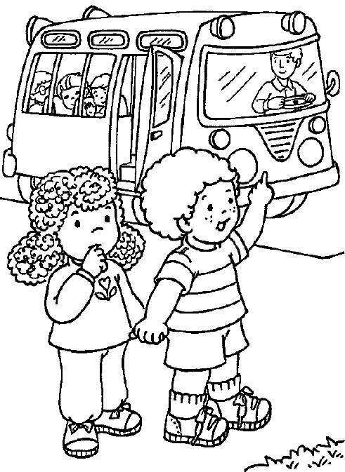 Coloriage et dessins gratuits le chauffeur de bus ouvre la porte pour les enfants à imprimer