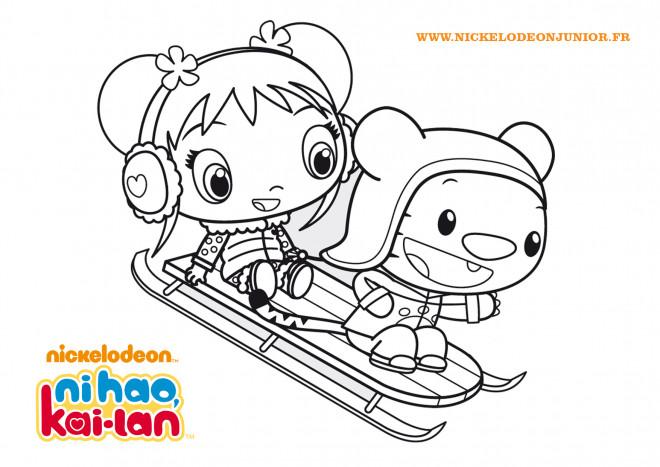 Coloriage et dessins gratuits Fille mignonne sur Luge à imprimer