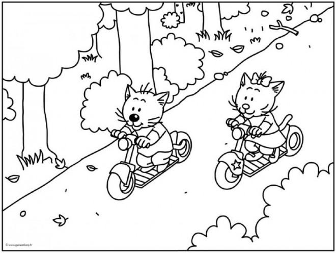 Coloriage et dessins gratuits Les Chats s'amusent avec Leurs Trottinettes à imprimer