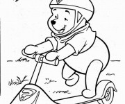 Coloriage et dessins gratuit Ours s'amuse sur sa Trottinette à imprimer