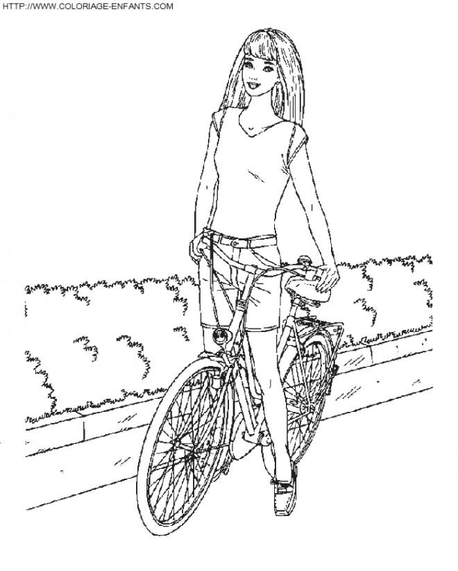 Coloriage et dessins gratuits Barbie sur son Vélo à imprimer