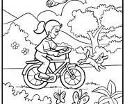 Coloriage Fille s'amuse sur son Vélo  dans la nature