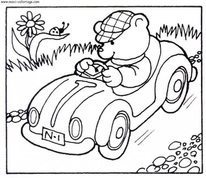 Coloriage et dessins gratuits Ourson conduit sa voiture à imprimer